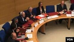 ظریف به پرسش هاى حقوق بشرى چند سناتور همان جواب هاى همیشگى را داد