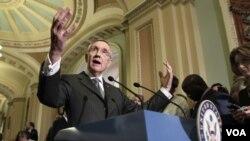 El líder de la mayoría demócrata en el Senado, Harry Reid, subrayó que sólo quedan 13 días para la fecha límite.