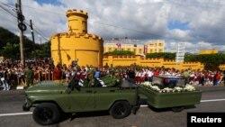 Tro cốt của ông Fidel đã đến Santiago de Cuba vào chiều thứ Bảy. Đó là thành phố nơi ông đã bắt đầu cuộc cách mạng Cuba năm 1953.