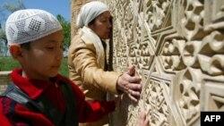 Taraz, avvallari Jambul deb atalgan shaharda islomiy obidalar va ziyoratgohlar ko'p.