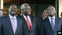 肯尼亞總理奧廷加(左)﹑塞拉利昂總統科羅馬(中)和科特迪瓦總統巴博
