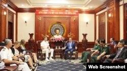 Đô đốc Philip Davidson và Bí thư Thành ủy HCM Nguyễn Thiện Nhân, ngày 17/4/2019. Photo VOV via SGGP.