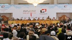 Yemeni participants attend the closing of the so-called national dialogue talks in Sanaa, Yemen. (Jan. 25, 2014.)