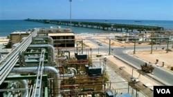 Libia bombea 1,6 millones de barriles por día, según los cálculos de la agencia Reuters.