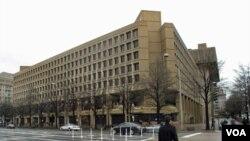 Para peretas berhasil membobol dokumen rahasia dari komputer FBI (foto dok: gedung FBI).