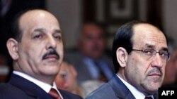 Thủ tướng Iraq Nouri al-Maliki (phải) và Bộ trưởng Nội vụ Iraq Jawad al-Bolani trong một cuộc họp báo ở Baghdad