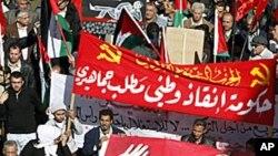 反政府人士在1月28日的示威中举着约旦国王的画像