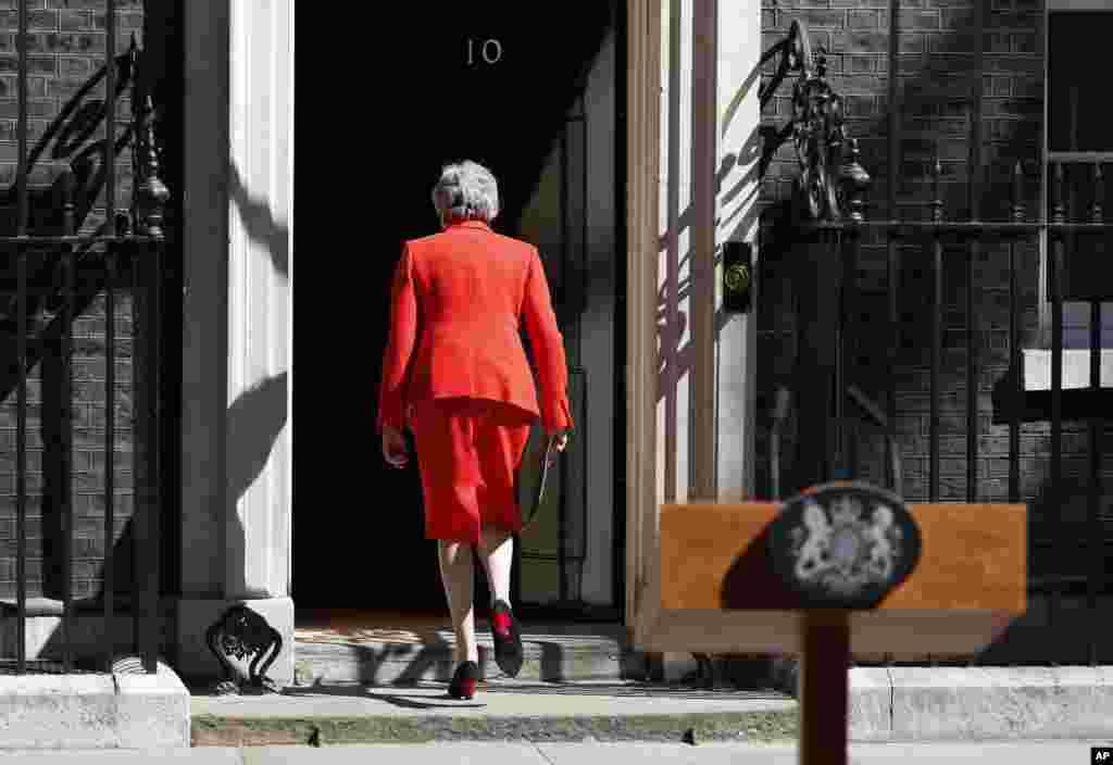 نخست وزیر بریتانیا «ترزا می» دو هفته دیگر از قدرت کنار می رود. خانم می در سال ۲۰۱۶ و بعد از رای اکثریت مردم بریتانیا جانشین جیمز کامرون شد، اما نتوانست روند جدایی بریتانیا از اتحادیه اروپا موسوم به برگزیت را به سرانجام برساند.
