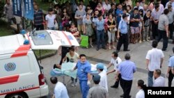Medical personnel transport a victim (C) to a hospital after an explosion at a factory in Kunshan, Jiangsu province, China, Aug. 2, 2014.