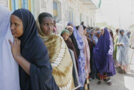 Women line up to cast their ballots in parliamentary elections in Hargeisa in Somaliland. (September 2005)