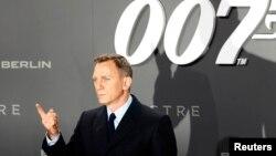 دانیل کریگ قبلا گفته بود دیگر در جیمز باند بازی نمی کند اما به نظر می رسد او باز بازیگر فیلم جدید جیمزباند باشد.