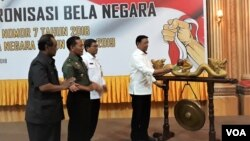 Menko Polhukam Wiranto membuka acara Forum Koordinasi dan Sinkronisasi Bela Negara di Sidoarjo, Senin 29 Oktober 2018. (VOA/Petrus Riski)