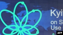 Các đại biểu dự hội nghị về Chernobyl tại Kiev, Ukraina hôm thứ Ba 19/4/11