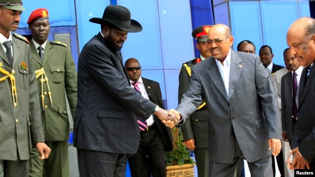 South Sudan's President Salva Kiir (3rd L) shakes hands with Sudan's President Omar al-Bashir as he arrives for talks at Khartoum Airport, Sept. 3, 2013.