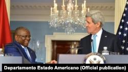 Georges Chicoty, ministro dos Negócios Estrangeiros angolano com John Kerry, secretário de Estado dos Estados Unidos em Washington