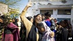 哀悼巴基斯坦遇刺部長巴蒂的基督徒婦女