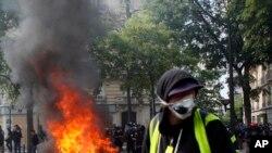 Phe áo vàng lại bạo động trong ngày 1/5 ở Paris