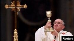 Việt Nam tới nay chưa có quan hệ ngoại giao chính thức với Vatican, nhưng quan hệ đôi bên được đánh giá là đang dần cải thiện trong những năm gần đây.