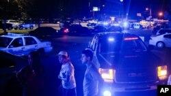 23일 미국 루이지애나 주 라파예트 지역 극장에서 총기 난사 사건이 발생한 가운데 경찰이 출동했다.