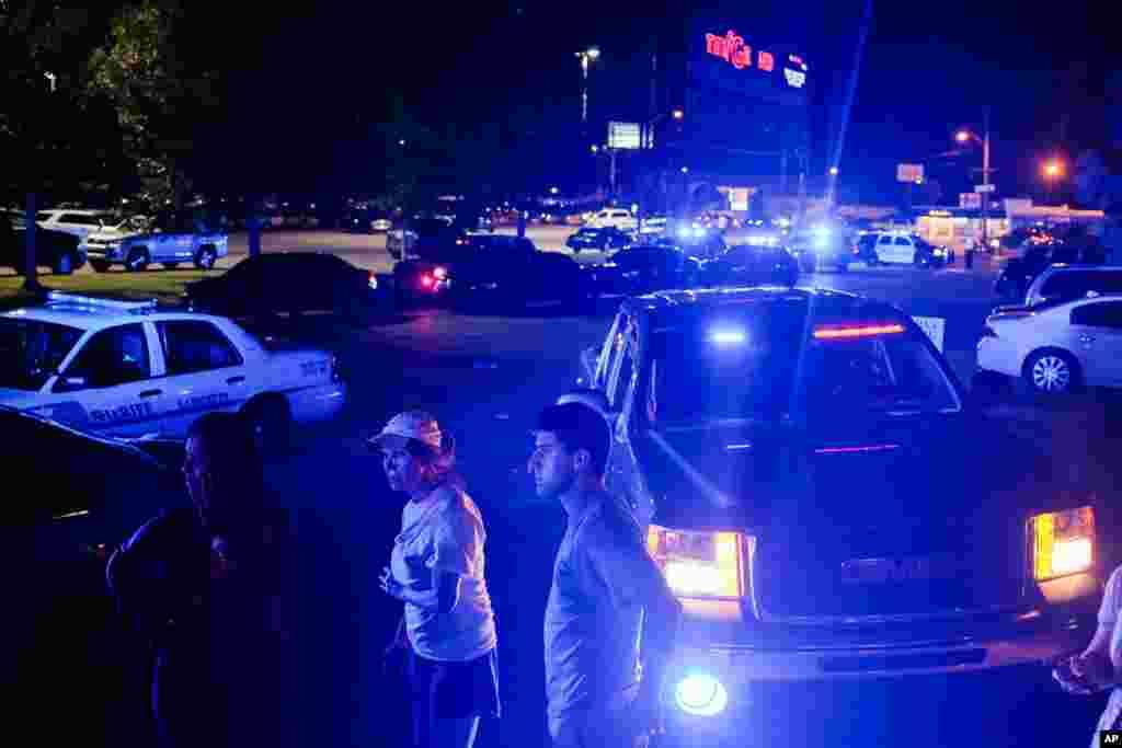 یہ حملہ لافیئٹ شہر کے گرینڈ تھیٹر میں فلم 'ٹرین ریک' کی نمائش کے دوران کیا گیا۔