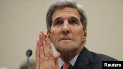 美国国务卿克里在华盛顿国会众议院外交委员会就伊朗核协议举行的听证会上作证。(2015年7月28日)