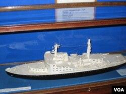 圣彼得堡极地博物馆中展出的列宁号原子能破冰船模型。1959年开始服役的列宁号是世界上第一艘原子能破冰船,也是第一艘核动力水面船舶。
