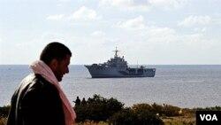 Miles de migrantes tunecinos han llegado a Lampedusa en semanas recientes en una travesía peligrosa hacia Lampedusa.