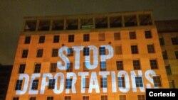 El sindicato de trabajadores AFLCIO proyecto esta imagen en su edificio donde opera su sede principal en Washington.