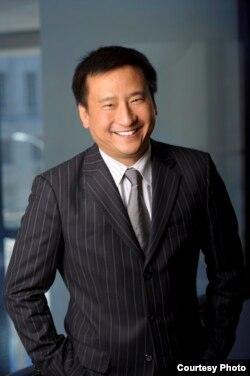 """美国加州大学黑斯廷斯法学院教授及前任校长兼教务长, 美国华裔精英组织""""百人会""""现任会长吴华扬( Frank Wu)"""