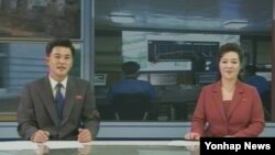 지난달 28일 북한 북한 조선중앙TV의 '8시 보도'. 과거와 달리 남녀 아나운서가 나란히 앉아 진행하고 있다.