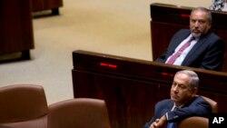 انتخابات میں وزیر اعظم نیتن یاہو کا مستقبل داؤ پر ہے۔ جنہیں کرپشن کے تین بڑے اسکینڈلز کا بھی سامنا ہے۔ (فائل فوٹو)