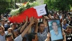 5月12日叙利亚人为自杀爆炸案死难者举行葬礼