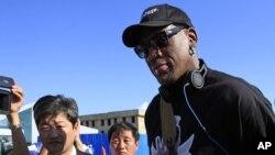 洛文抵達平壤機場