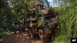 Des forces françaises Sangaris prennent position contre des ex-séléka à Bambari, Centrafrique, le 24 mai 2014.