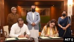 گورنر سندھ عمران اسماعیل کی موجودگی میں ایکٹ کی جانب سے اس معاہدے پرچیئر پرسن عتیقہ اوڈھو نے دستخط کیے جب کہ یو پی اے کی نمائندگی پروڈیوسر حسن ضیاء نے کی۔
