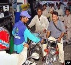 تیل کی قیمتوں میں اضافے کے خلاف احتجاج