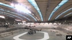 لندن کے اولمپکس سٹیڈیم میں سائیکلنگ ٹریک بنانے کی تیاریاں