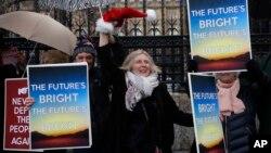 Des manifestants pro-Brexit devant le Parlement à Londres, le 20 décembre 2019.