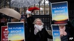 支持脫歐者2019年12月21日在倫敦議會外遊行慶祝。