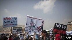 Dün Kabil'de Amerikan işgalini protesto eden ve yabancı askerlerin ülkeden ayrılmasını isteyen Afganlar