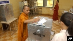 A Cambodian Buddhist monk casts his ballot, file photo.