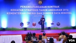 Presiden Joko Widodo berpidato di kantor Kementerian Energi Sumber Daya Mineral, Jakarta, 29 Februari 2016. (Foto: VOA/Biro Pers).
