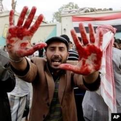 也門首都薩那變革廣場被炮擊多人受傷