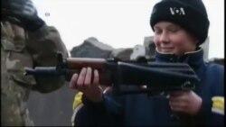 """Діти по різні боки фронту грають у війну: одні проти """"днрівців"""", інші - проти """"укропів"""". Відео"""