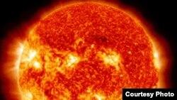 Les neutrinos, des particules élémentaires presque insaisissables, sont produites en abondance notamment dans le Soleil