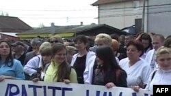 Kosovë: Serbët protestojnë për çështjen e telefonisë celulare