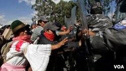 Grupos de indígenas han salido de sus tierras en el amazonas en variadas ocasiones para defender sus hogares.
