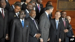 At the African Union summit, leaders include, front row from left, Zimbabwe's Robert Mugabe, Somalia's Hassan Sheikh Mohamud, the United Nations' Ban ki-Moon and Ethiopia's Hailemariam Desalegn, in Addis Ababa, Ethiopia, Jan. 30, 2015.