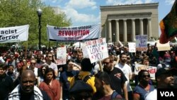 Demonstrasi melawan kebrutalan polisi dan mendukung Baltimore di Baltimore, Maryland (2/5). (VOA/R. Muntu)