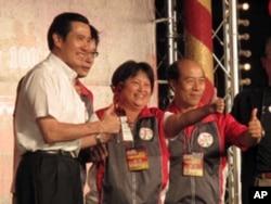 马英九颁奖给得奖夜市的代表